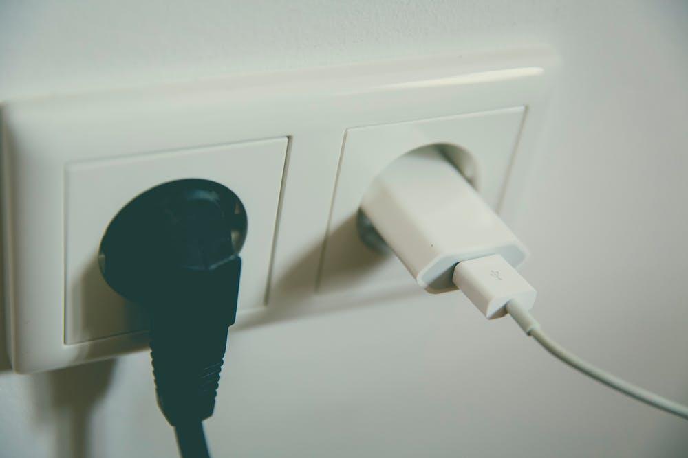 Zo sluit u zelf een stopcontact aan