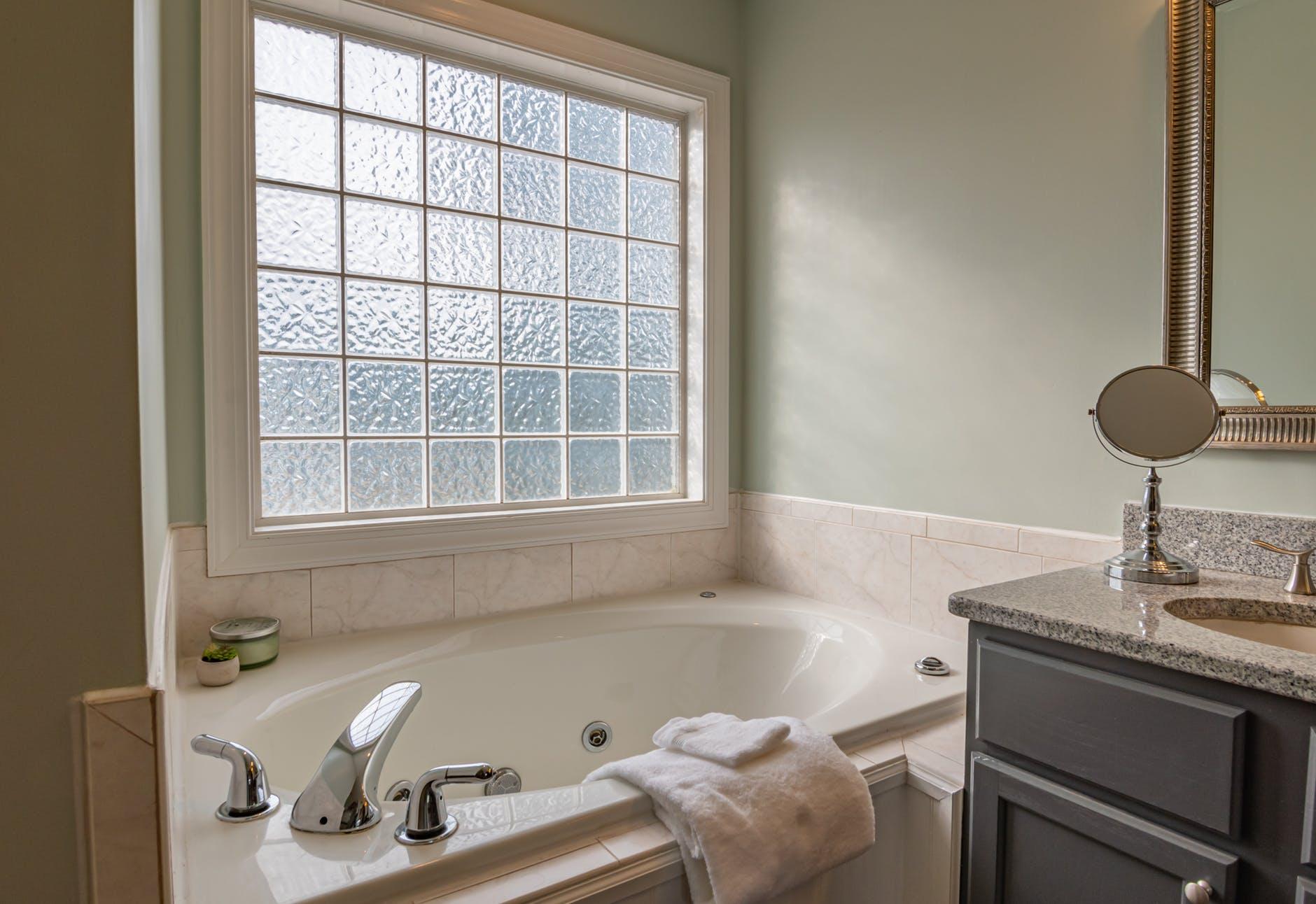 Meer sfeer in je badkamer met deze tips
