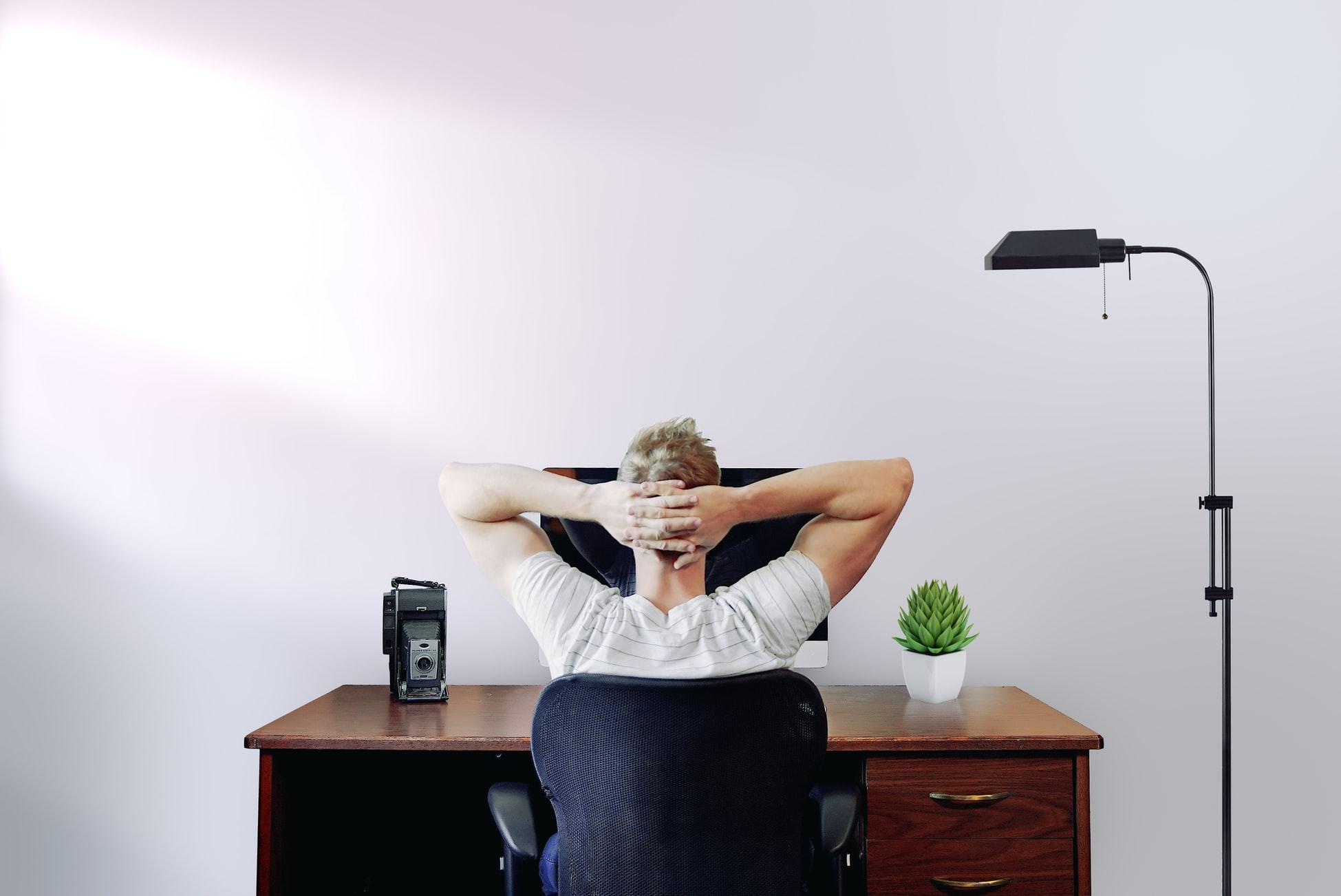 Een goede werkhouding met de juiste meubels